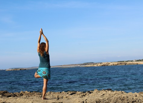Yoga in Sardegna in riva al mare